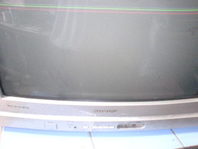 Tampak depan televisi Sharp