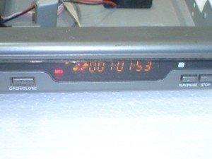 Tampilan-panel-display-dvd-palyer-Briston-setelah-hidup-300x225