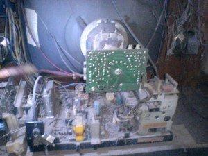 mainboard-televisi-Sanyo-CTP6556U-tampak-belakang-300x225