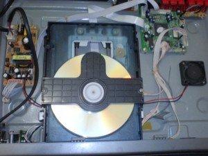 tampak-atas-dvd-player-Briston-dengan-power-supply-baru-300x225