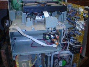 tampilan-tape-compo-polytron-setelah-terbuka-casingnya-300x225