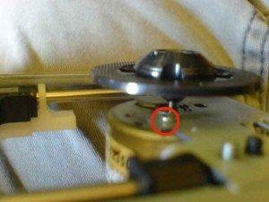 Mekanik Optik HD 65/ posisi baut motor SP dengan lingkaran merah